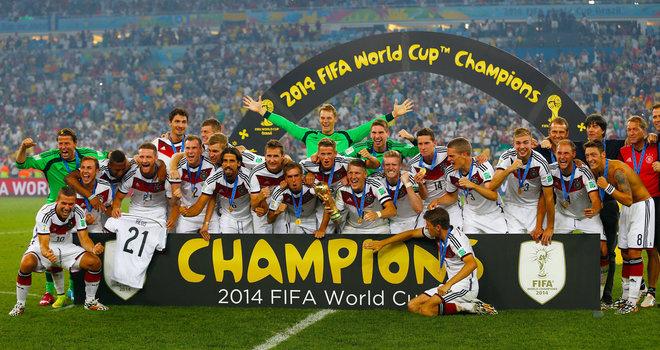 Deutsche-Nationalmannschaft-WM-Pokal-Siegerfoto-Witters_image_660